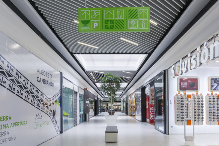 centro-comercial-lasierra-08-L1200px